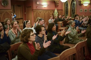 American Sign Language Community Gathers Together in Prayer